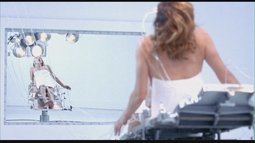Milla Jovovich karatasi la kupamba ukuta called Resident Evil