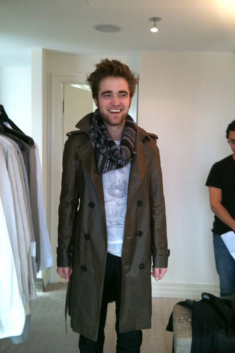 Rob dressed 由 巴宝莉, burberry in 2010