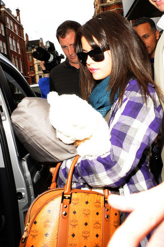 Selena leaves her Лондон hotel with an MCM bag in hand