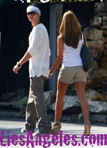Tom Con Una chica En L.A.