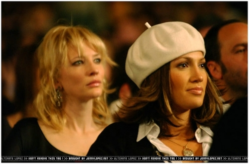 VH1-VOGUE-FASHION-AWARDS-2002-Most influential artist-JLo