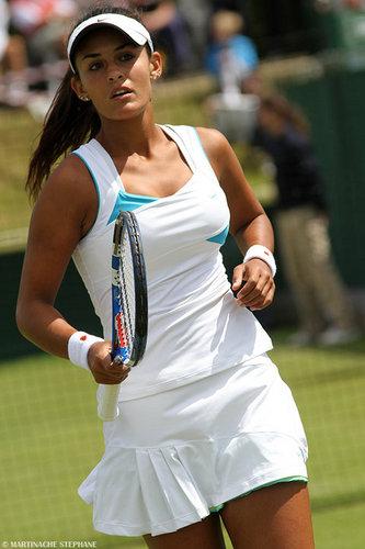 Heidi El Tabakh plays Tilted टेनिस