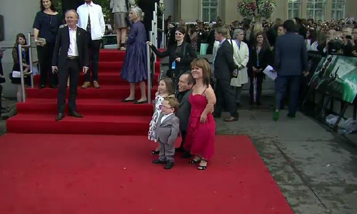 Warwick Davis and family press foto's