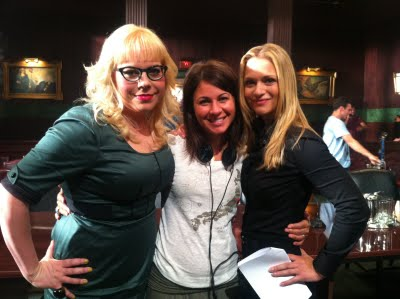 Criminal Minds achtergrond containing sunglasses called A.J. Cook, Kirsten Vangsness, Erica Messer on the set