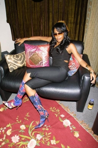 Aaliyah wallpaper with a couch, a family room, and a living room called Aaliyah BET 106&Park HQ !!