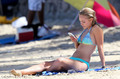 AnnaSophia Robb in a Bikini on the tabing-dagat in Oahu, Hawaii, July 11