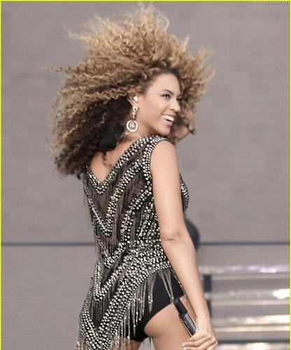 Beyoncé - Oxegen Festival, Ireland 2 - July 10, 2011