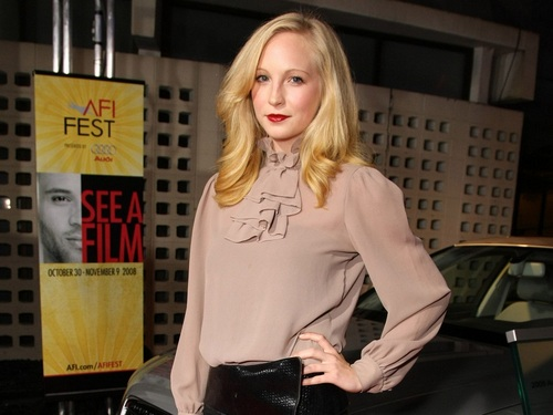 Candice Accola wallpaper with a hip boot, a well dressed person, and an outerwear entitled Candice Accola ❤