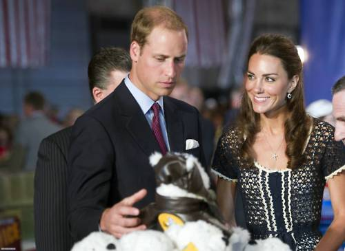 Catherine, Prince William & the teddy beruang