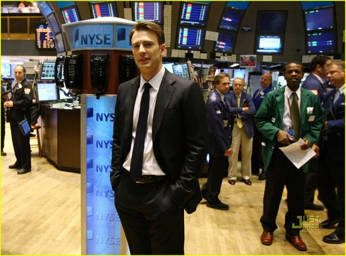 Chris Evans Rings NYSE Opening klok, bell