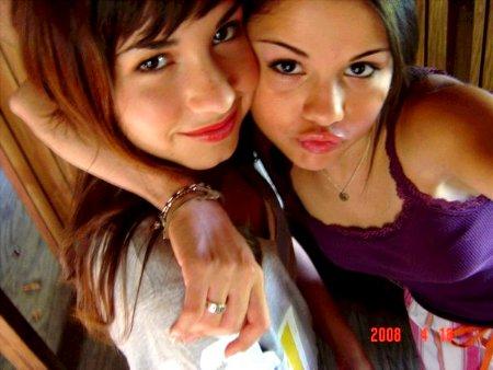 Delena :D Selena and Demi