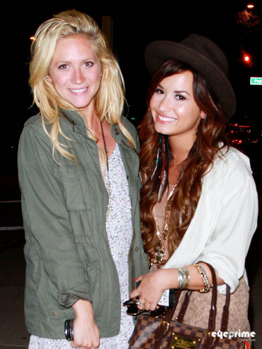 Demi Lovato & Brittany Snow out for 공식 만찬, 저녁 식사 in Hollywood