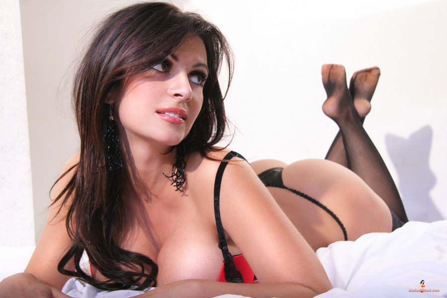 Denise Milani - Red ropa interior