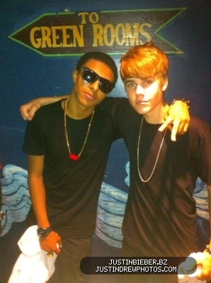 Diggy Simmons wallpaper possibly with a lunch, a sign, and a barbecue called Diggy Simmons & Justin bieber<3