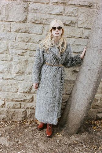 Elle Fanning for Marc Jacobs によって Juergen Teller.