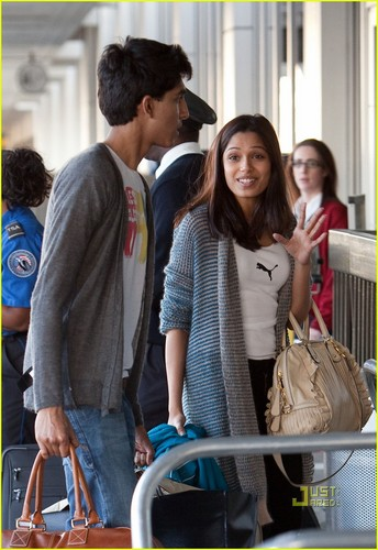 Freida 斑马, pinto, 平托 & Dev Patel: La Conversation Couple- November 19, 2009