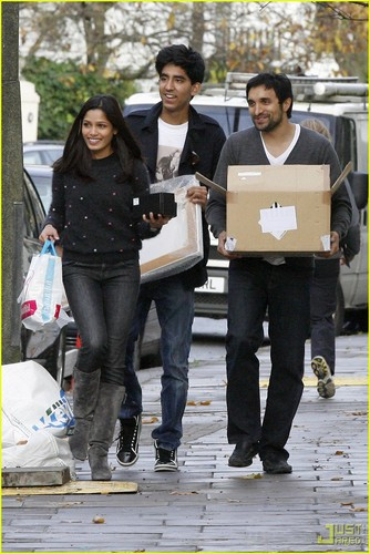 Freida 斑马, pinto, 平托 & Dev Patel: Notting Hill- December 1, 2009