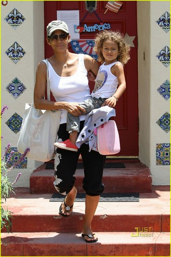 Halle Berry Deals With Scary Intruder Situation