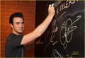 Kevin Jonas: Cambio Chat with Mikey Deleasa (07.12.2011) !!!