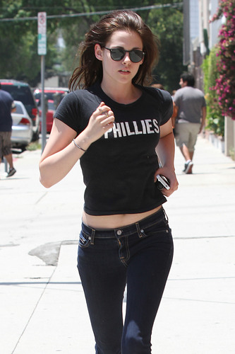Kristen Stewart getting her passport renewed in وین Nuys, CA (July 11).