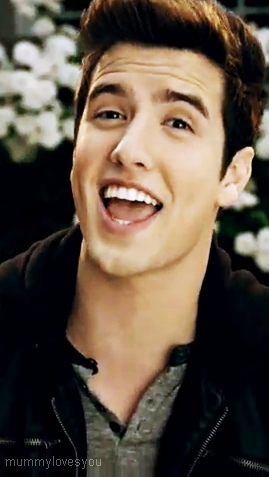 Logan Henderson wallpaper containing a portrait titled Logan singing/smiling
