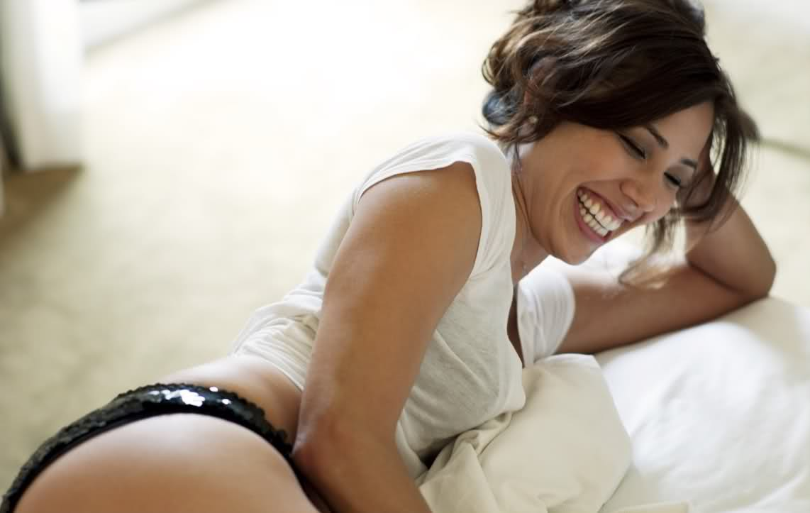 Michaela Conlin Amazing Photosession!