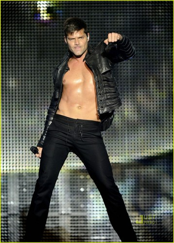 Ricky Martin Bares Chest at concierto
