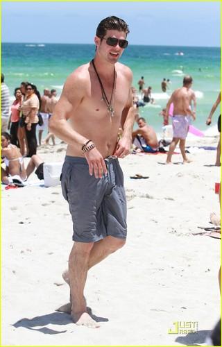 Robin Thicke & Paula Patton: Miami Mates!