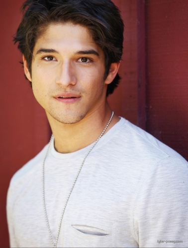 Teen Wolf wallpaper possibly containing a portrait called Tyler Posey ♥