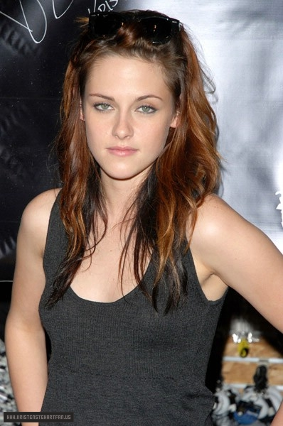 2008 Kristen Stewart Promotes Twilight At Hot Topic In Garden State Plaza Kristen Stewart