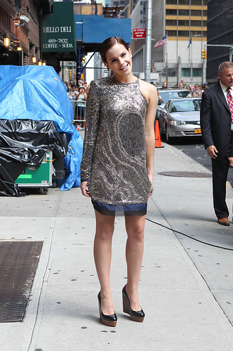 Emma Watson achtergrond with a straat entitled 2011: Late toon With David Letterman HQ