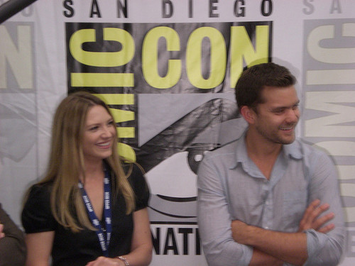 Anna Torv and Joshua Jackson