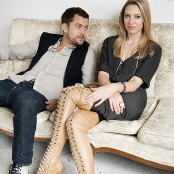 Anna Torv and Joshua Jackson 바탕화면 probably containing a well dressed person, a business suit, and a hip boot called Anna Torv and Joshua Jackson