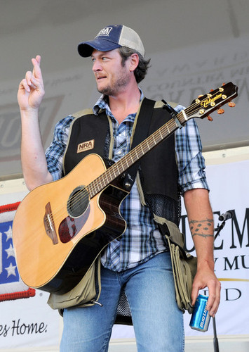 Blake Shelton - 46th Annual Academy Of Country 음악 Awards - USO 음악회, 콘서트