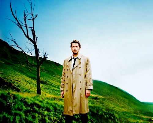 Castiel wallpaper containing a trench cappotto and a business suit called Castiel