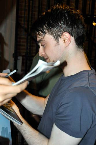 Daniel Radcliff hình nền probably containing a sign called Daniel radcliffe - Stage Door (July 14, 2011)