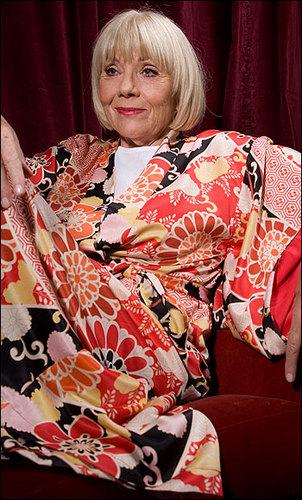 Diana Rigg Hintergrund containing a kimono titled Diana Rigg