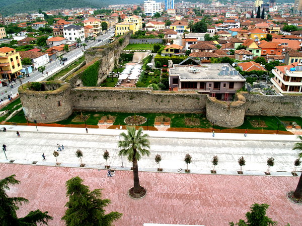 Me ane te nje fotoje tregoni se ku do te deshironit te ishit ne keto momente? Elbasan-albania-23733484-600-450