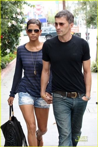 Halle Berry & Olivier Martinez: Little Door Duo