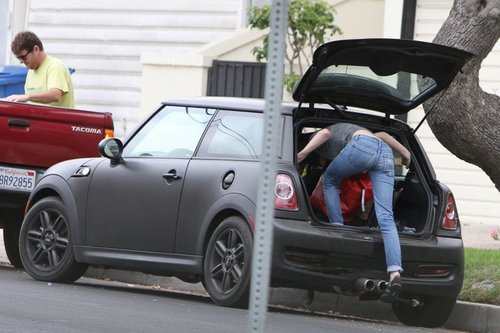 Kristen Stewart in a minor vehicle accident