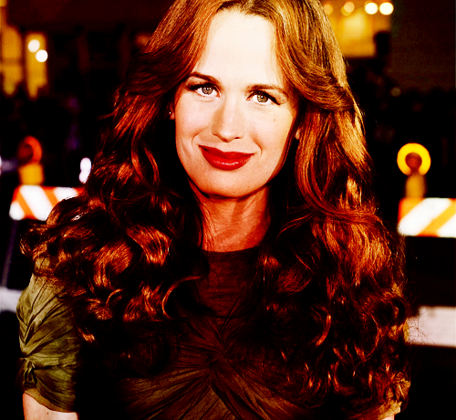 Elizabeth Reaser wallpaper called Liz Reaser. <3