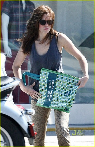 Mandy Moore: Leopard Print Pants!