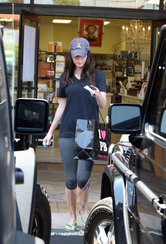Megan fox, mbweha does some shopping and leaves with a rather large bag from Planet Beauty.
