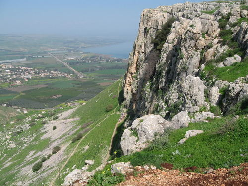 Jesus kertas dinding entitled Mt Arbel with Sea Of Galilee