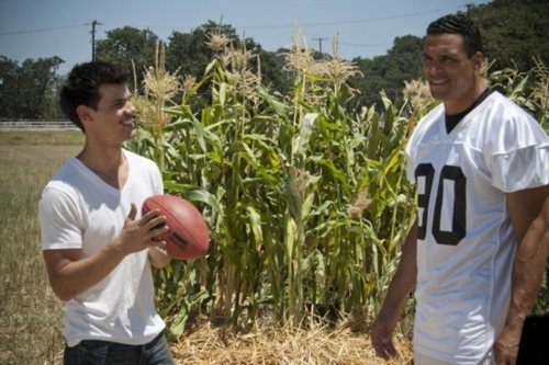 New تصویر of Taylor Lautner and NFL Player Tony Gonzalez