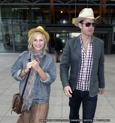 New/old candids of Candice Departing Heathrow airport in 런던 with Matt Davis [30/05/11]