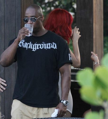 Rihanna - At the Setai Hotel in Miami beach, pwani - July 13, 2011