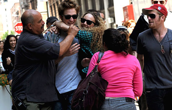 Rob being mobbed によって fans!!!