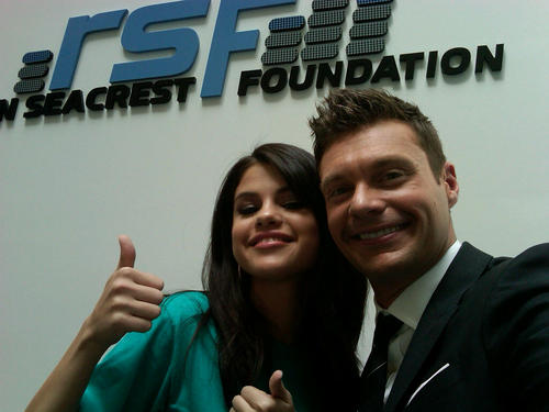 Selena - Ryan Seacrest Launches The Voice At The Children's Hospital Of Philadelphia - July 15, 2011