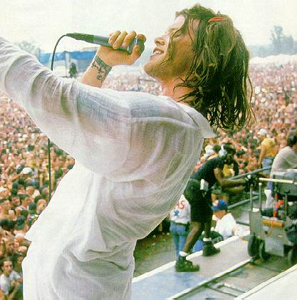 Shannon Hoon live